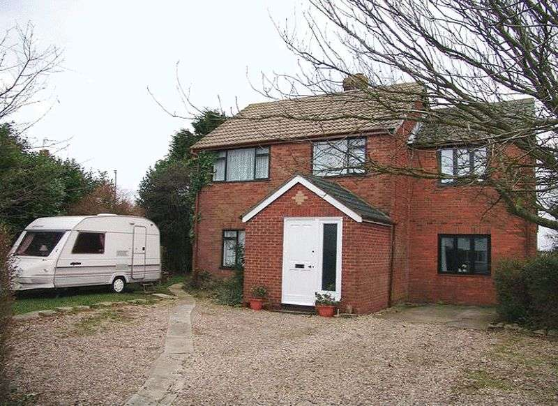 4 Bedrooms Detached House for sale in North Cotes, Grimsby