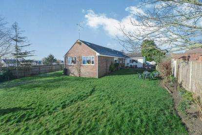6 Bedrooms Bungalow for sale in Yeovil, Somerset