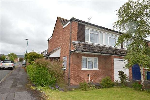 3 Bedrooms Semi Detached House for sale in Sedgley Road, Bishops Cleeve, CHELTENHAM, GL52 8DD