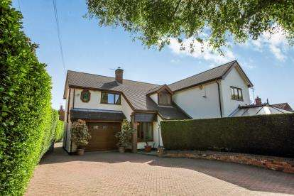 5 Bedrooms Detached House for sale in Close Lane, Alsager, Stoke-On-Trent, Cheshire