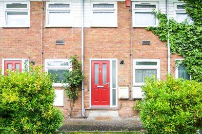 2 Bedrooms Maisonette Flat for sale in Pert Close, London