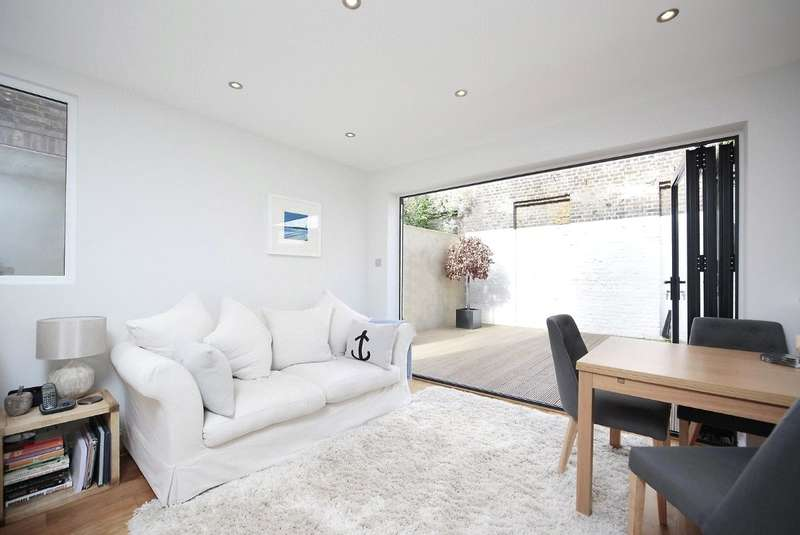 2 Bedrooms Flat for sale in Stephendale Road, Sands End, Fulham, London, SW6