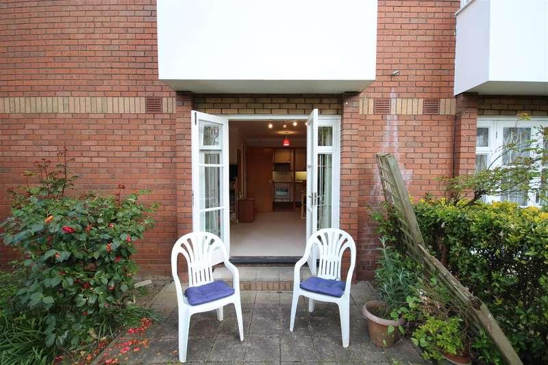 Flat for sale in Beechwood Grove, London