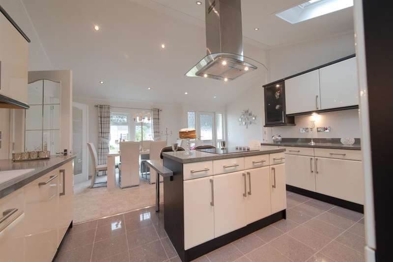 2 Bedrooms Park Home Mobile Home for sale in Oaklands Park, Brooks Green, West Sussex