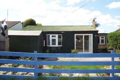 2 Bedrooms Bungalow for sale in Millbrook, Torpoint, Cornwall