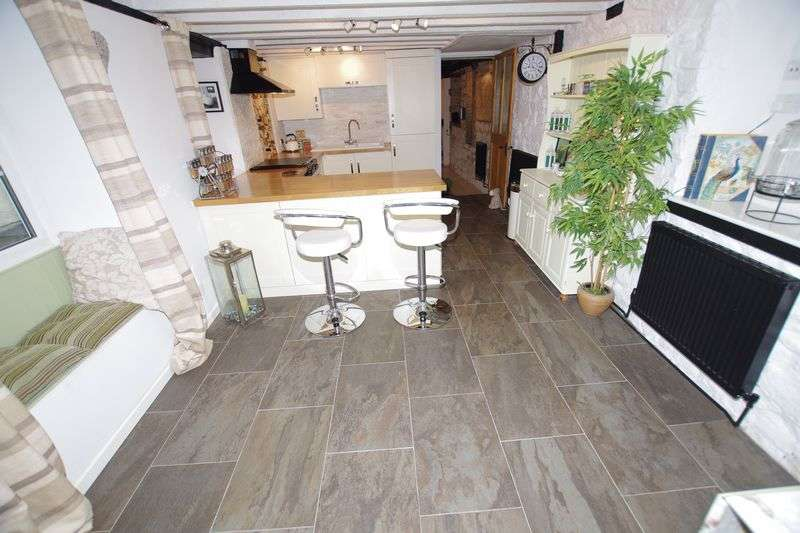 3 Bedrooms Detached House for sale in Wroughton