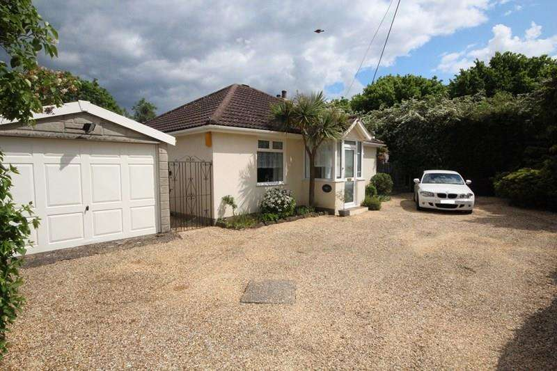 3 Bedrooms Detached Bungalow for sale in Wessex Road, Ringwood