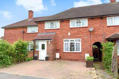 3 Bedrooms House for sale in Nicoll Way, Borehamwood, Hertfordshire