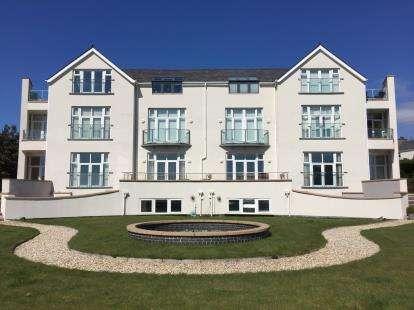 3 Bedrooms Flat for sale in Bryn Hafan, Caernarvon Road, Pwllheli, Gwynedd, LL53