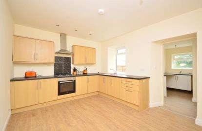 3 Bedrooms End Of Terrace House for sale in Thompson Hill, High Green, Sheffield, South Yorkshire