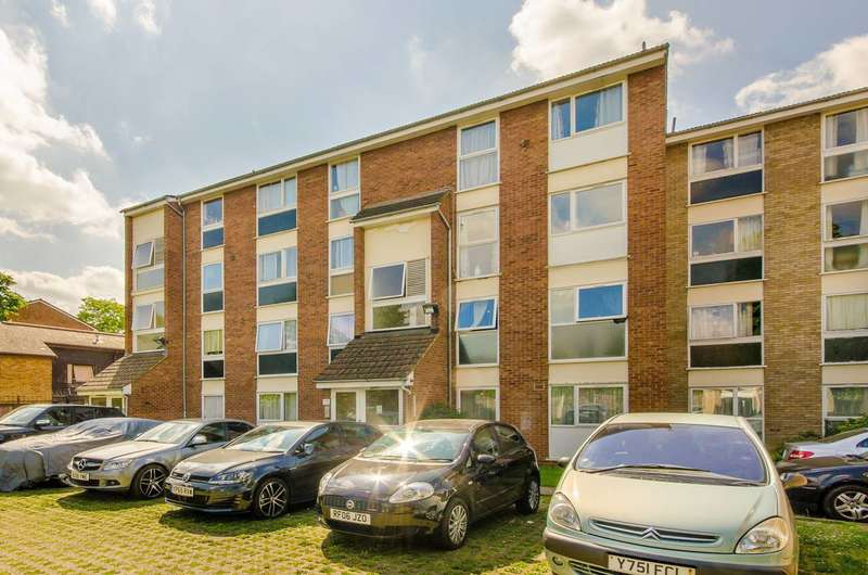 2 Bedrooms Maisonette Flat for sale in Aylesbury Road, Forest Gate, E7
