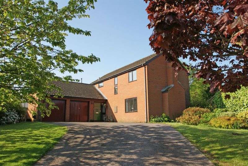 4 Bedrooms Detached House for sale in Penhayes Road, Kenton