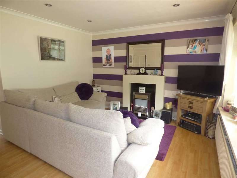 3 Bedrooms Property for sale in Lincoln Walk, HEYWOOD, Lancashire, OL10