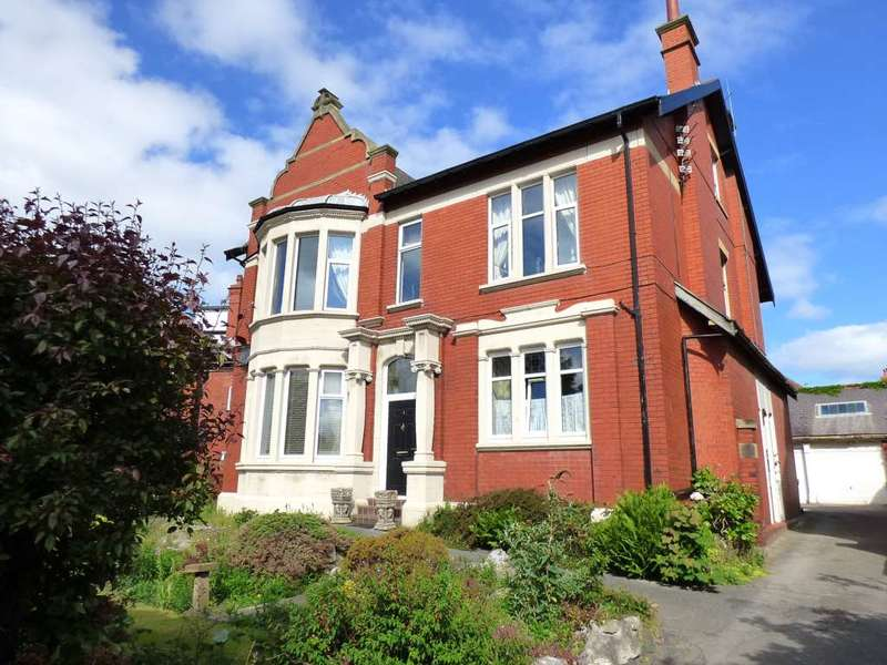 3 Bedrooms Flat for sale in St. Thomas` Road, St Annes
