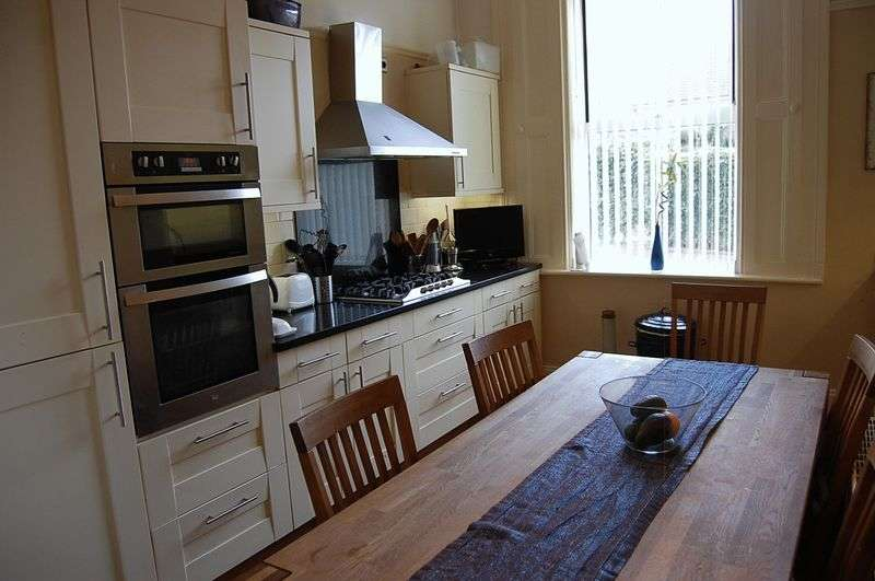 4 Bedrooms Semi Detached House for sale in ** DEVELOPMENT POTENTIAL ** Bedford Place, Gateshead