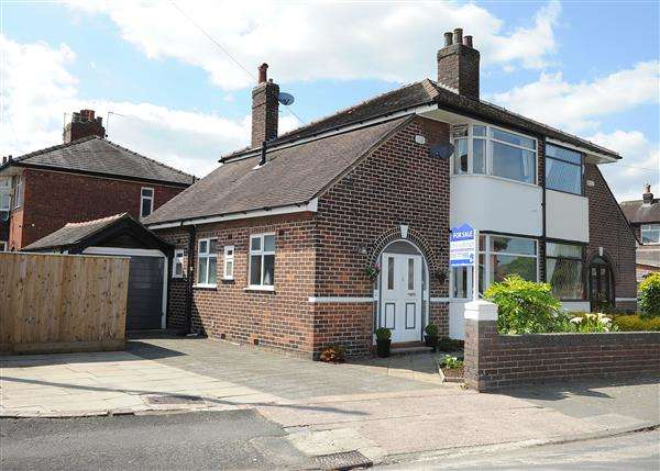 2 Bedrooms Semi Detached House for sale in 4 Lyndon Road, Irlam, M44 6WB
