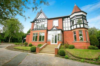 6 Bedrooms Detached House for sale in Homestead Road, Disley, Stockport, Cheshire