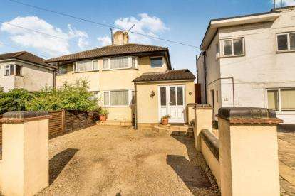 3 Bedrooms Semi Detached House for sale in Stonehaven Road, Aylesbury, Buckinghamshire