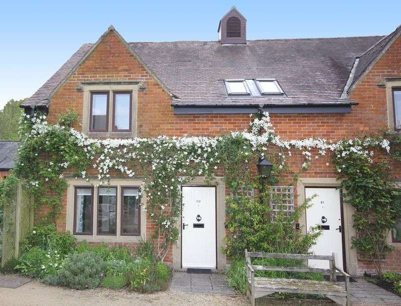 2 Bedrooms Cottage House for sale in Manor Court, Swan Road, Pewsey