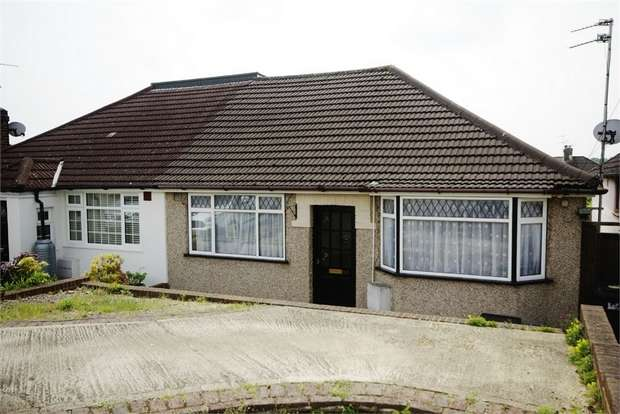 2 Bedrooms Semi Detached Bungalow for sale in Penrose Avenue, Carpender Park, Hertfordshire