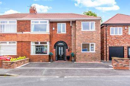 5 Bedrooms Semi Detached House for sale in Ashbourne Road, Denton, Manchester, Greater Manchester