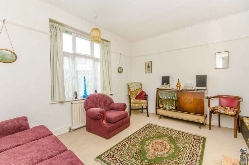 2 Bedrooms Bungalow for sale in Brooklyn Avenue, Loughton, IG10