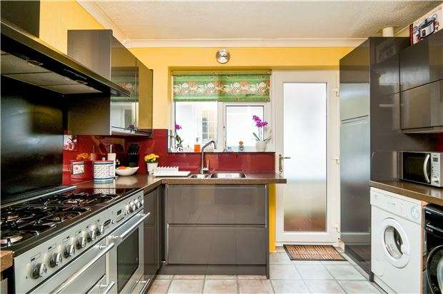 2 Bedrooms Detached House for sale in Penhurst Drive, BEXHILL-ON-SEA, East Sussex, TN40 2SR