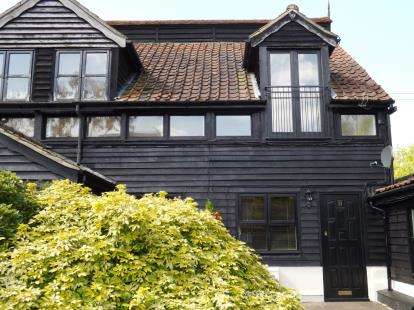 2 Bedrooms End Of Terrace House for sale in Coxtie Green Road, Pilgrims Hatch, Brentwood