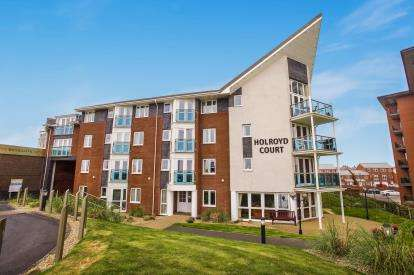 1 Bedroom Flat for sale in Holroyd Court, Queens Promenade, Blackpool, Lancashire, FY2