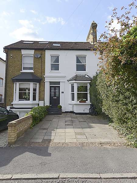 4 Bedrooms Town House for sale in Gresham Road, Staines-upon-Thames, Surrey, TW18