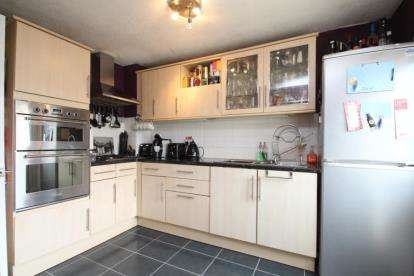 2 Bedrooms Terraced House for sale in Mains Drive, Erskine
