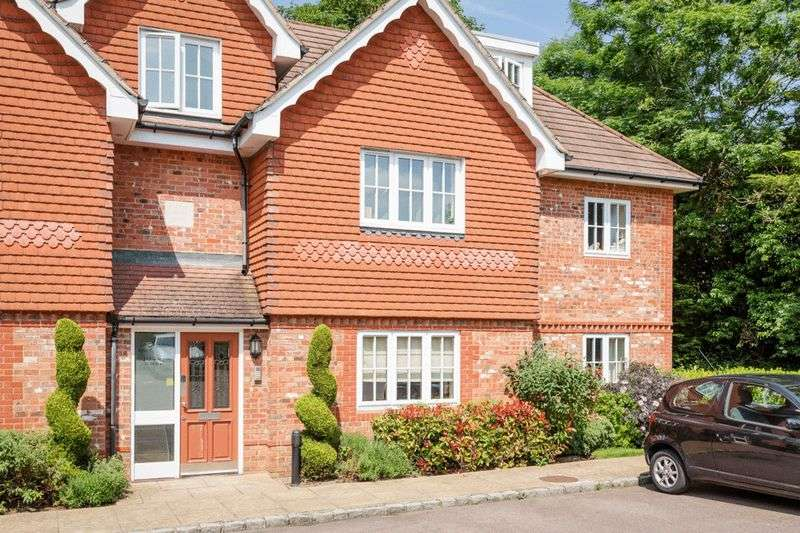 2 Bedrooms Flat for sale in Highdown Close, Banstead
