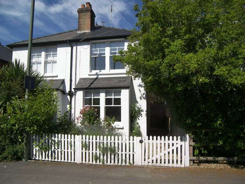 2 Bedrooms Semi Detached House for sale in Coverts Road, Claygate
