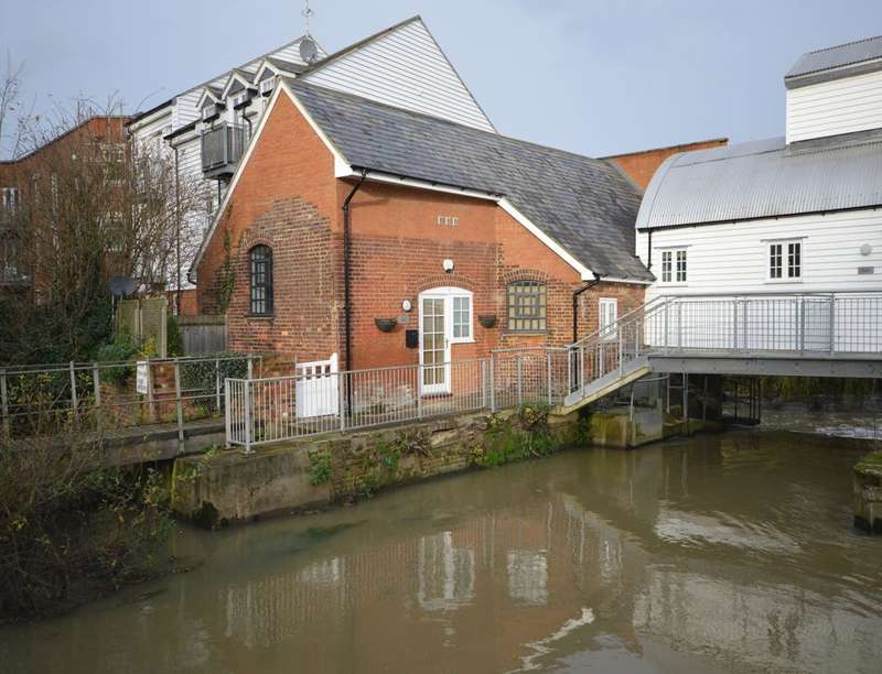 2 Bedrooms Flat for sale in Weir Court Barton Mill Road, Canterbury, CT1