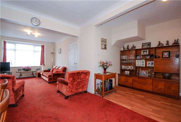 3 Bedrooms Terraced House for sale in Manor Way, MITCHAM, Surrey, CR4