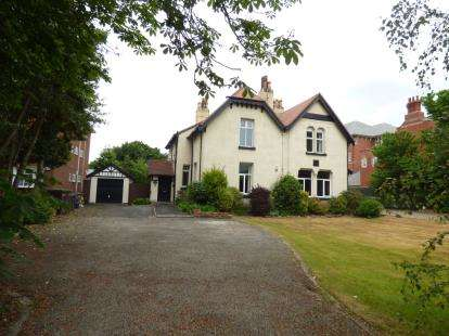3 Bedrooms Flat for sale in Blundellsands Road West, Liverpool, Merseyside, L23