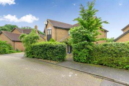 4 Bedrooms Detached House for sale in Sandbrier Close, Walnut Tree, Milton Keynes, Buckinghamshire