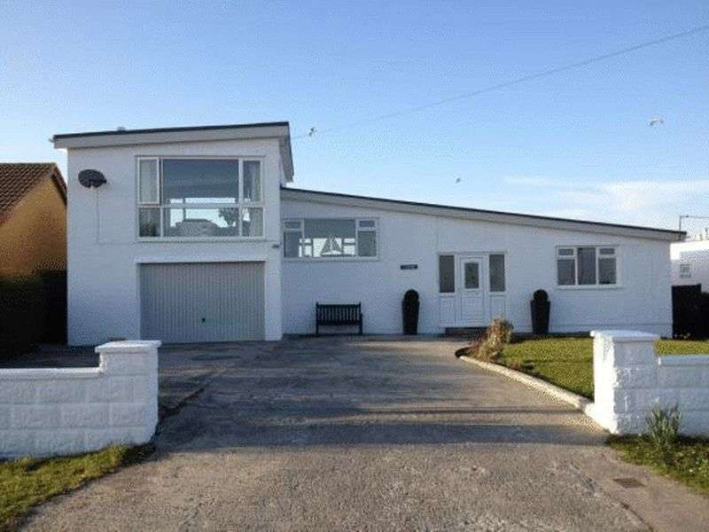 3 Bedrooms Detached House for sale in Penrallt Road, Trearddur Bay, Anglesey