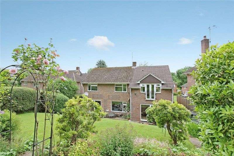 5 Bedrooms Detached House for sale in Chiddingfold