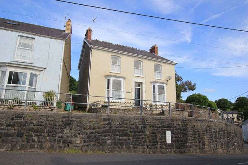 5 Bedrooms Detached House for sale in LLANSTEFFAN, CARMARTHEN