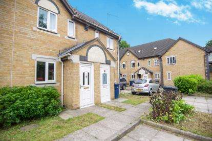 2 Bedrooms Terraced House for sale in Swan Drive, London