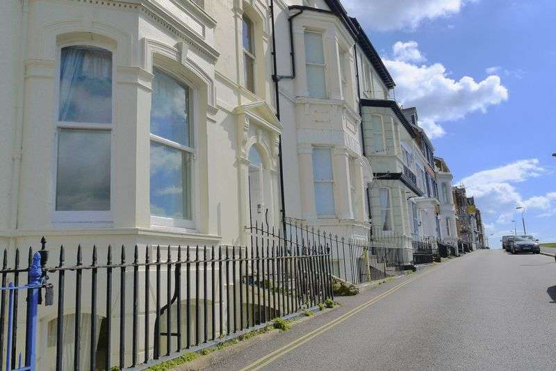 2 Bedrooms Flat for sale in The Basement Flat - The Beacon
