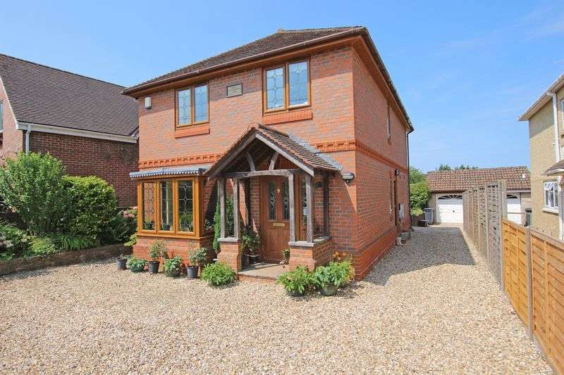 3 Bedrooms Detached House for sale in Nomansland