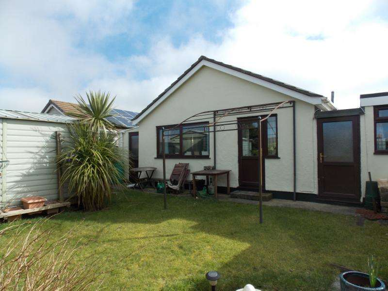 3 Bedrooms Detached Bungalow for sale in Roskrow Close, Four Lanes, Redruth