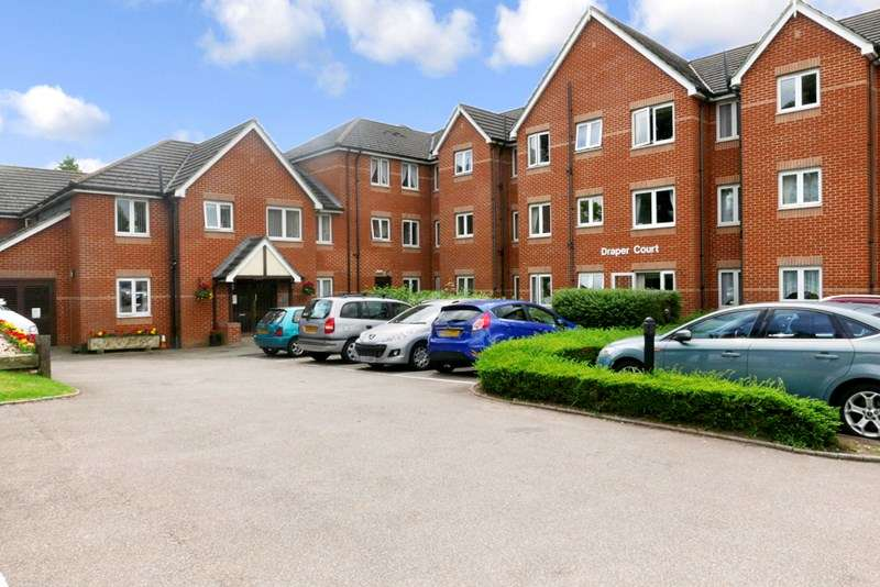 2 Bedrooms Retirement Property for sale in Draper Court, Hornchurch, RM12 6BN