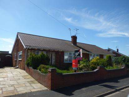 3 Bedrooms Bungalow for sale in Windermere Road, Ellesmere Port, Cheshire, CH65