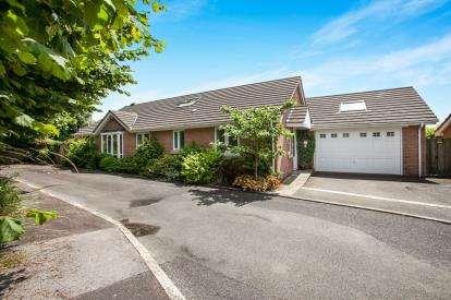 4 Bedrooms Bungalow for sale in Winkleigh, Devon