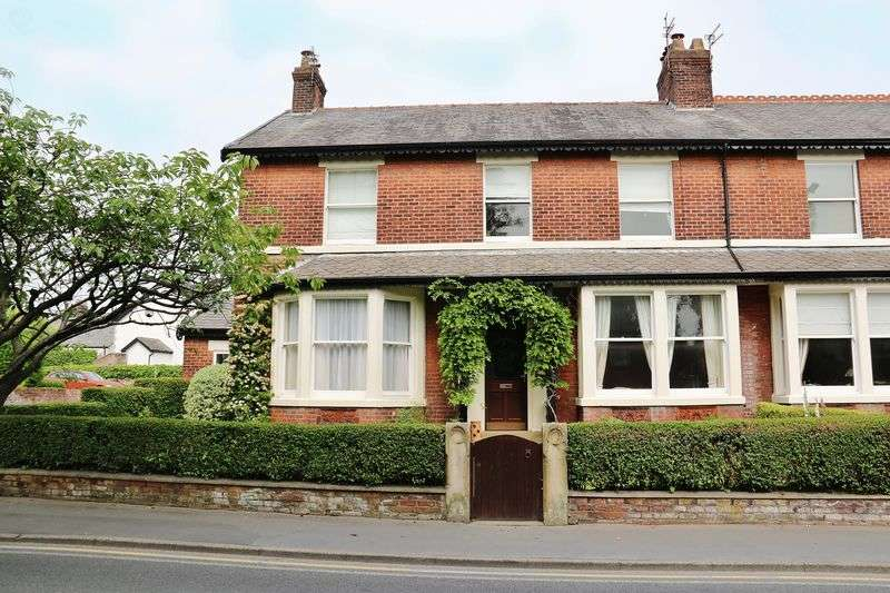 4 Bedrooms Semi Detached House for sale in 65 Breck Road, Poulton-Le-Fylde, FY6 7AQ