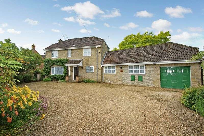 3 Bedrooms Detached House for sale in Sherborne, Dorset