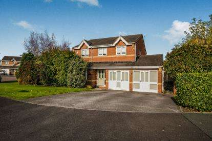 4 Bedrooms Detached House for sale in The Fairways, Winsford, Cheshire, CW7